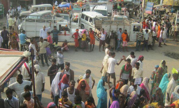 बड़हिया में बाढ़ पीड़ितों ने किया एनएच 80 जाम