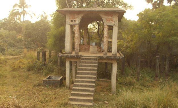 भुला दिये गये अयोध्या में शहीद दिनेशचन्द्र, 24 वर्ष बाद भी अर्द्धनिर्मित स्मारक में नहीं लगी प्रतिमा